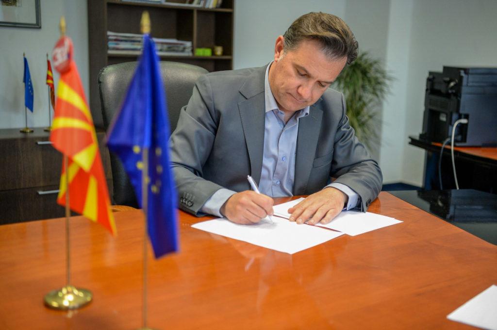 Министерот задолжен за комуникации, отчетност и транспарентност, Роберт Поповски на потпишувањето на меморандумот за соработка во Владата на Република Северна Македонија